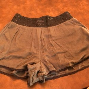 Women's free people lined cotton shorts.